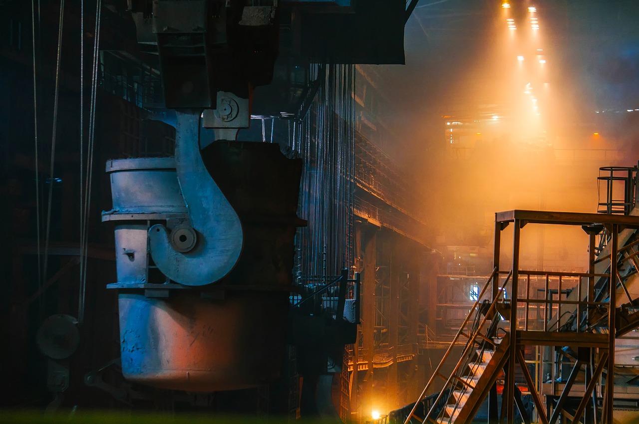 Imagem de uma siderúrgica e o desafio do desenvolvimento sustentável