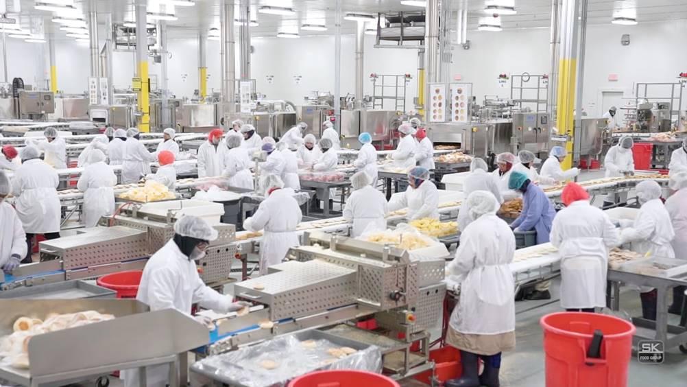 Funcionários trabalhando em um Layout de produção