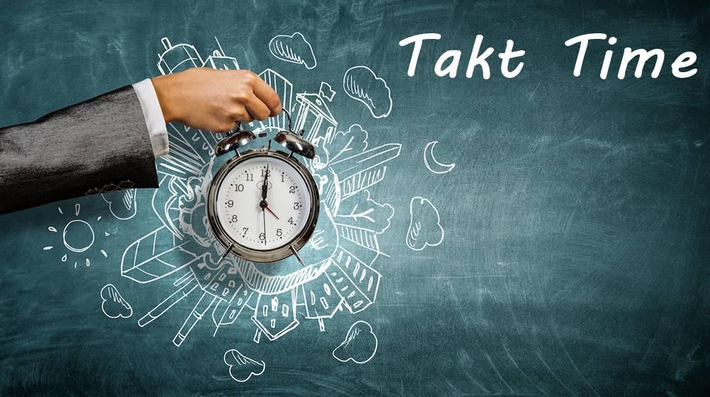 Homem segurando um despertador, demonstrando a importância do Takt Time
