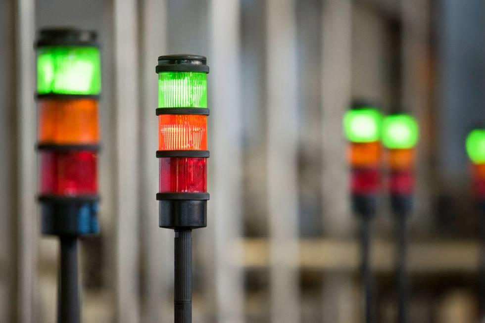 Um exemplo de Andon, no qual a luz verde está acessa; indicando que o processo está funcionando corretamente