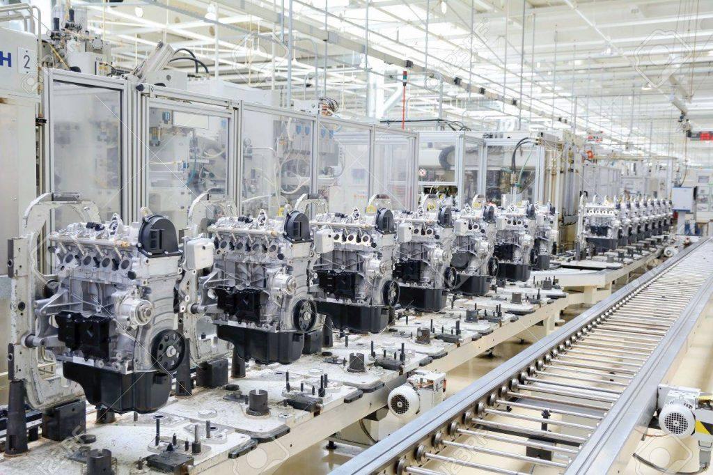Foto de uma linha de produção de motores, a qual é possível a implementação de uma Bottleneck Analysis