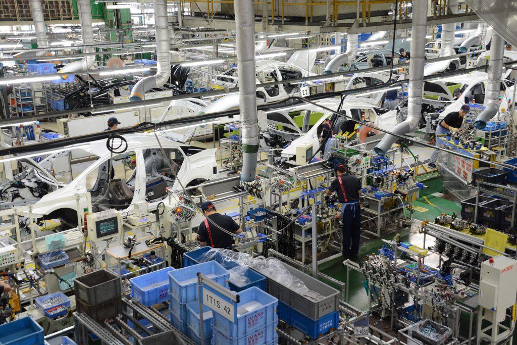 Foto mostrando como é a linha de montagem da Toyota com Fluxo Contínuo atualmente